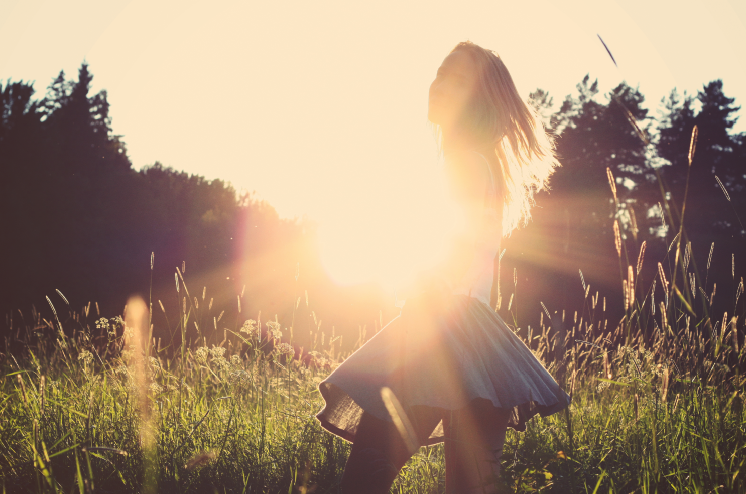 Young girl standing in sun silhouette http://www.topkatsex.com/home